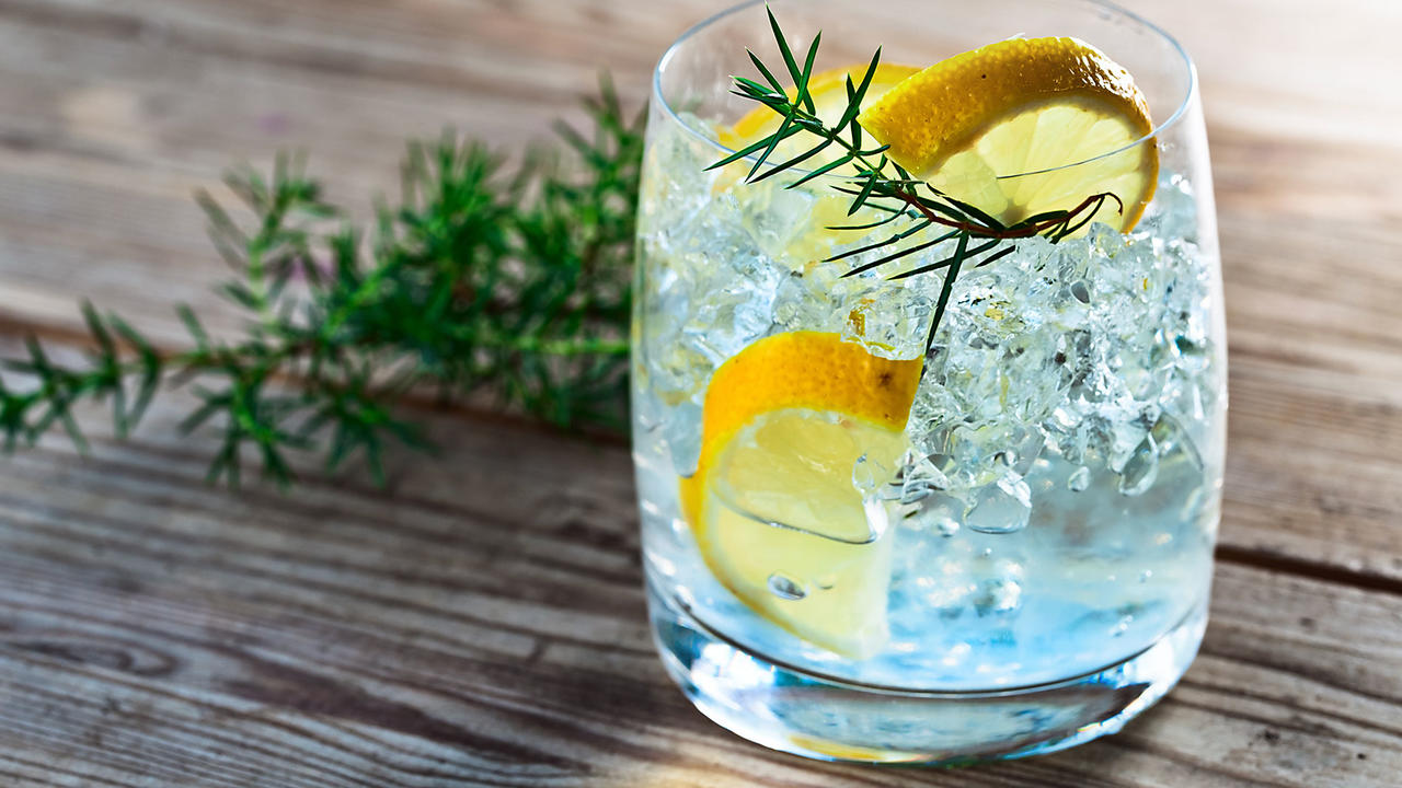 low ball gin with lemon