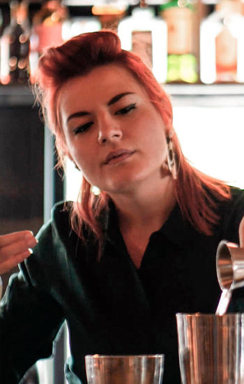 Monika Malina, ex studente di EBS che lavora come bar manager